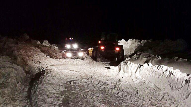 Rescataron a 23 personas varadas en la nieve