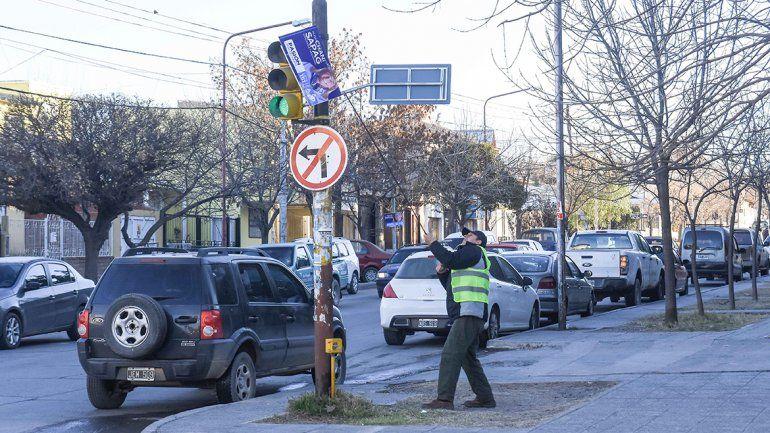 Municipales denunciaron que los amenazaron con un arma de fuego por retirar afiches políticos