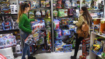 Los comercios cuentan con un amplio abanico de juguetes para todos los gustos y bolsillos. Apuestan a la financiación para repuntar las ventas.