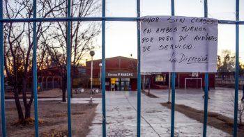 Las escuelas siguen sin clases. Para el gremio el 90% de los porteros está de paro, pero el Gobierno lo desmiente.