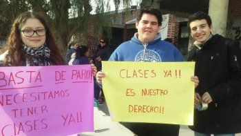 Alumnos exigen una solución para no perder más días de clases