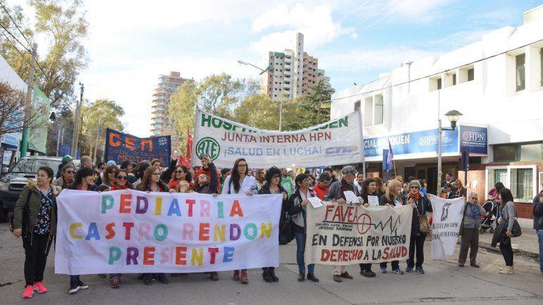 Una multitud marchó  en defensa de los hospitales públicos