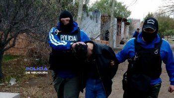 El grupo de Recaptura al momento de detener al violador condenado.