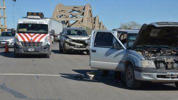 Un choque en cadena entre 3 autos complicó el tránsito en el puente