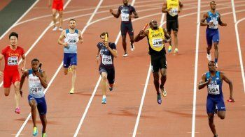 Final triste para Usain Bolt: se lesionó el tobillo y no pudo terminar su última carrera profesional
