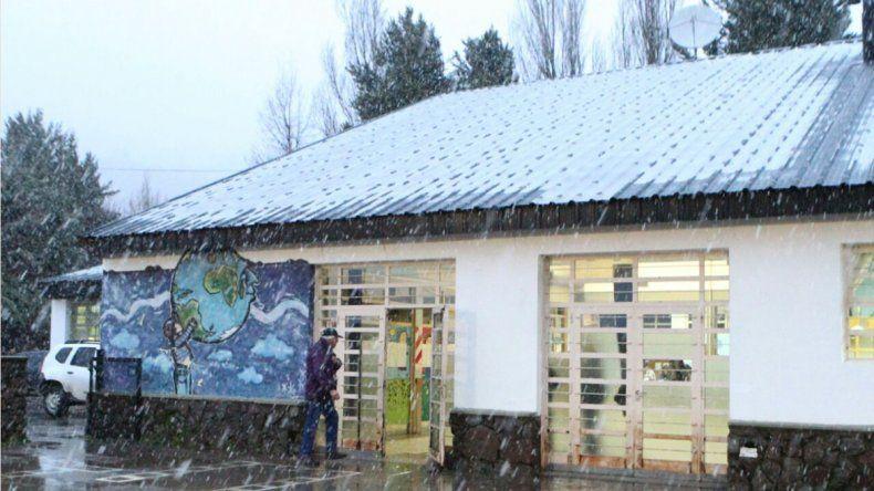 Elecciones sin luz en Varvarco y con nevadas en San Martín de los Andes