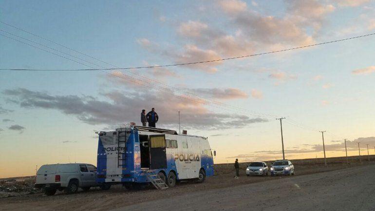 Montan operativo de seguridad en  la meseta de Centenario