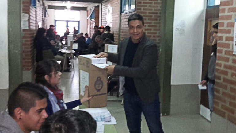 Temprano, los precandidatos pasaron por las urnas