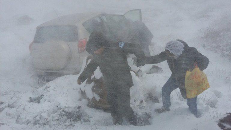 Rescataron a tres turistas chilenos varados en Pino Hachado