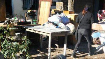 La mujer, madre de cuatro hijos, acusa a su ahora ex marido.