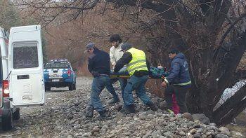 La joven fue asistida en la ambulancia a la que fue subida inconsciente.