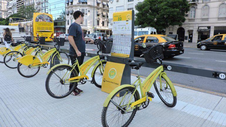 En Buenos Aires hay estaciones con bicicletas dispuestas para que cualquier vecino las utilice. El sistema de Neuquén sería similar.
