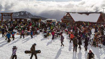 Chapelco estaba colmado de turistas. La nieve se mantiene.