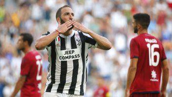 El delantero argentino Gonzalo Higuaín marcó hoy en la goleada de Juventus