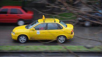Secuestraron tres taxis sin papeles en los puentes