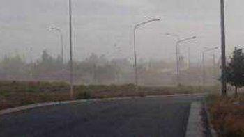 Desde la madrugada se siente con intensidad el viento en Zapala