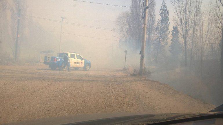 Intentan combatir un incendio: 15 familias evacuadas