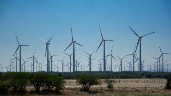 No todo es Vaca Muerta en esta materia. La Provincia estudia si presenta sus parques eólicos en la nueva instancia del RenovAr, que abrió el Ministerio de Energía de la Nación y que contempla el abastecimiento de 200 megawatts a partir de esta fuente.