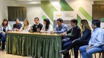 Concejales de la oposición, ayer, durante una conferencia de prensa en la que cuestionaron el accionar municipal.