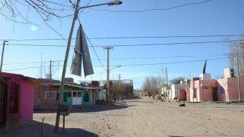 vecinos de cuenca xv piden ayuda para sacar las chapas de los cables