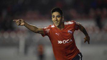 Leandro Fernández festeja su gol, el segundo de Independiente que derrota 2-1 a Huracán por la primera fecha de la Superliga del Fútbol