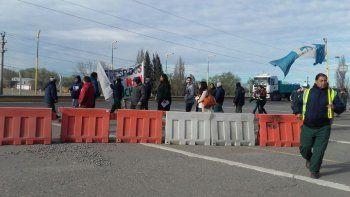 Trabajadores de MAM repartieron volantes en los puentes carreteros