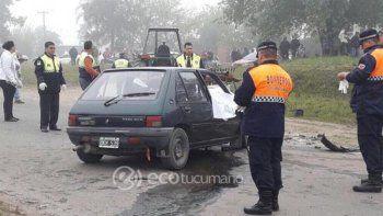 Por el impacto, el auto (un Peugeot 205) en el que iban los abuelos dio varios vuelcos. Chocó contra un tractor.