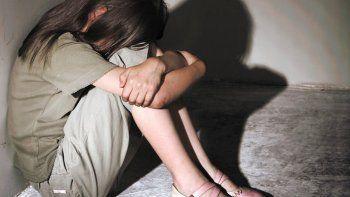 La pequeña fue abusada por su padre cuando tenía 11 años. Ahora, la niña vive con sus abuelos maternos.