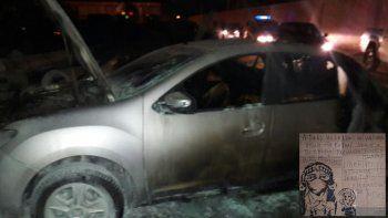 Dos autos 0 km destruidos en un misterioso siniestro