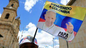 Francisco partió a Colombia para dar el primer paso por la paz