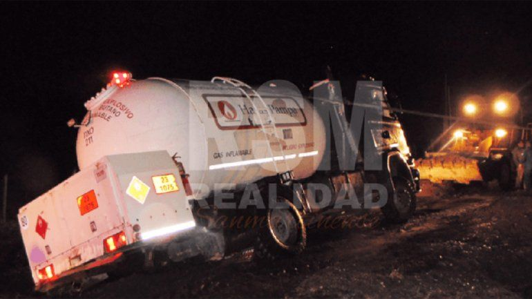 Tensión por la fuga de gas de un camión