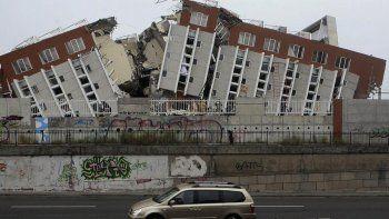 Suman 60 los muertos en un terremoto de 8