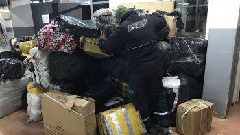 Personal de AFIP Aduana durante el secuestro del cargamento.