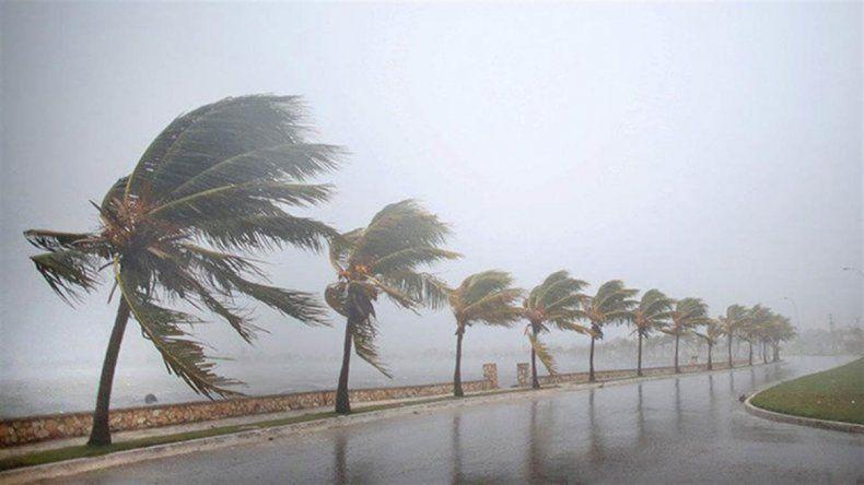 El huracán Irma llegó a Cuba y está a 285 kilómetros de Miami