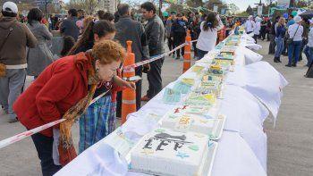Hicieron la torta más larga del mundo con fines benéficos