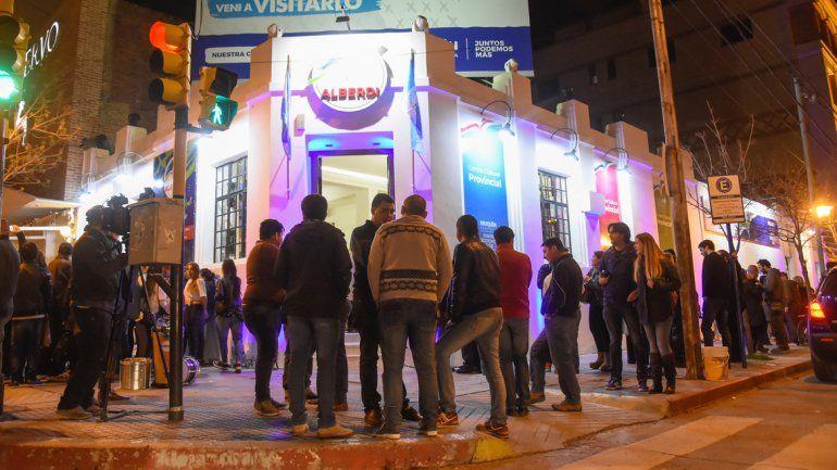 Luces y música se combinaron en la inauguración del Centro Alberdi.