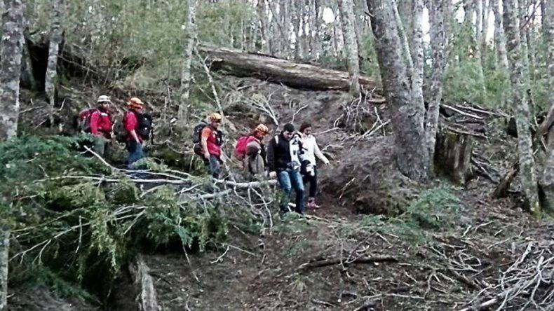 Rescataron a una familia de turistas que se perdió en un sendero