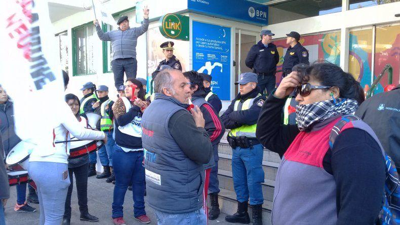 Sitramune volvió a protestar en el Municipio por los contratados