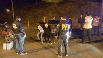 El operativo de la Federal sobre los puentes con los tres detenidos.