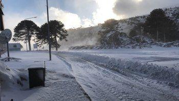 El paso Pino Hachado continúa intransitable por fuertes nevadas