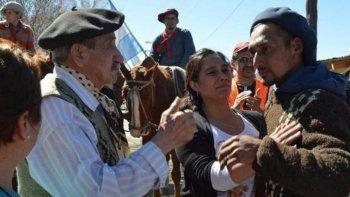 Cálida bienvenida en San Martín al jinete que vino desde Bragado