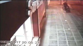 Los delincuentes quedaron registrados en las cámaras del local.