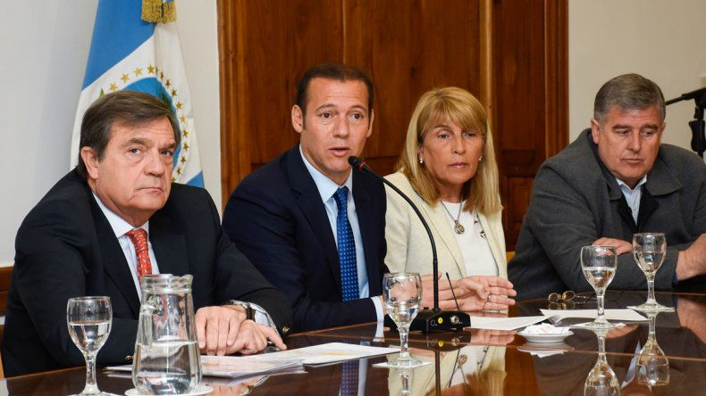 Saggese (GyP) y Gutiérrez junto a dos candidatos del MPN