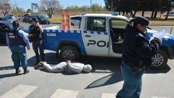 Los delincuentes de la camioneta fueron detenidos en Primeros Pobladores.