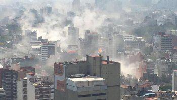 impresionante derrumbe de los edificios tras el terremoto