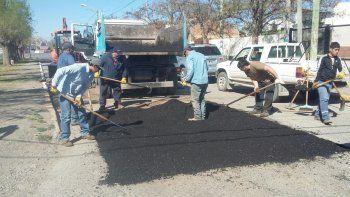 Ayer se realizaron trabajos de bacheo sobre la calle Libertad.