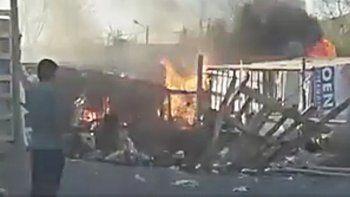 Vecinos enardecidos provocaron el incendio de la casilla del sospechoso.
