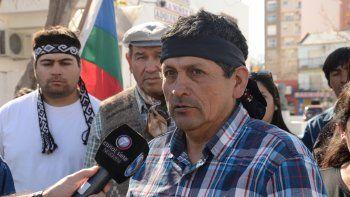 Un grupo de militantes mapuches reclamó ayer la liberación de los tres detenidos por la Justicia: Diego Rosales, Orlando González y Juan Gorordo.