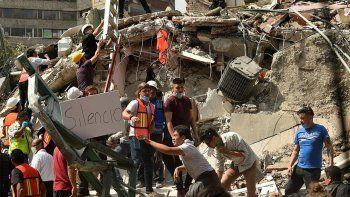 el horror de un neuquino en mexico: corri a buscar a mi hijo mientras caian los edificios
