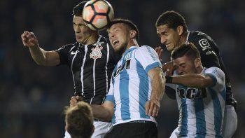 La Academia se sacó de encima al Corinthians y jugará en los cuartos de final ante Libertad de Paraguay.